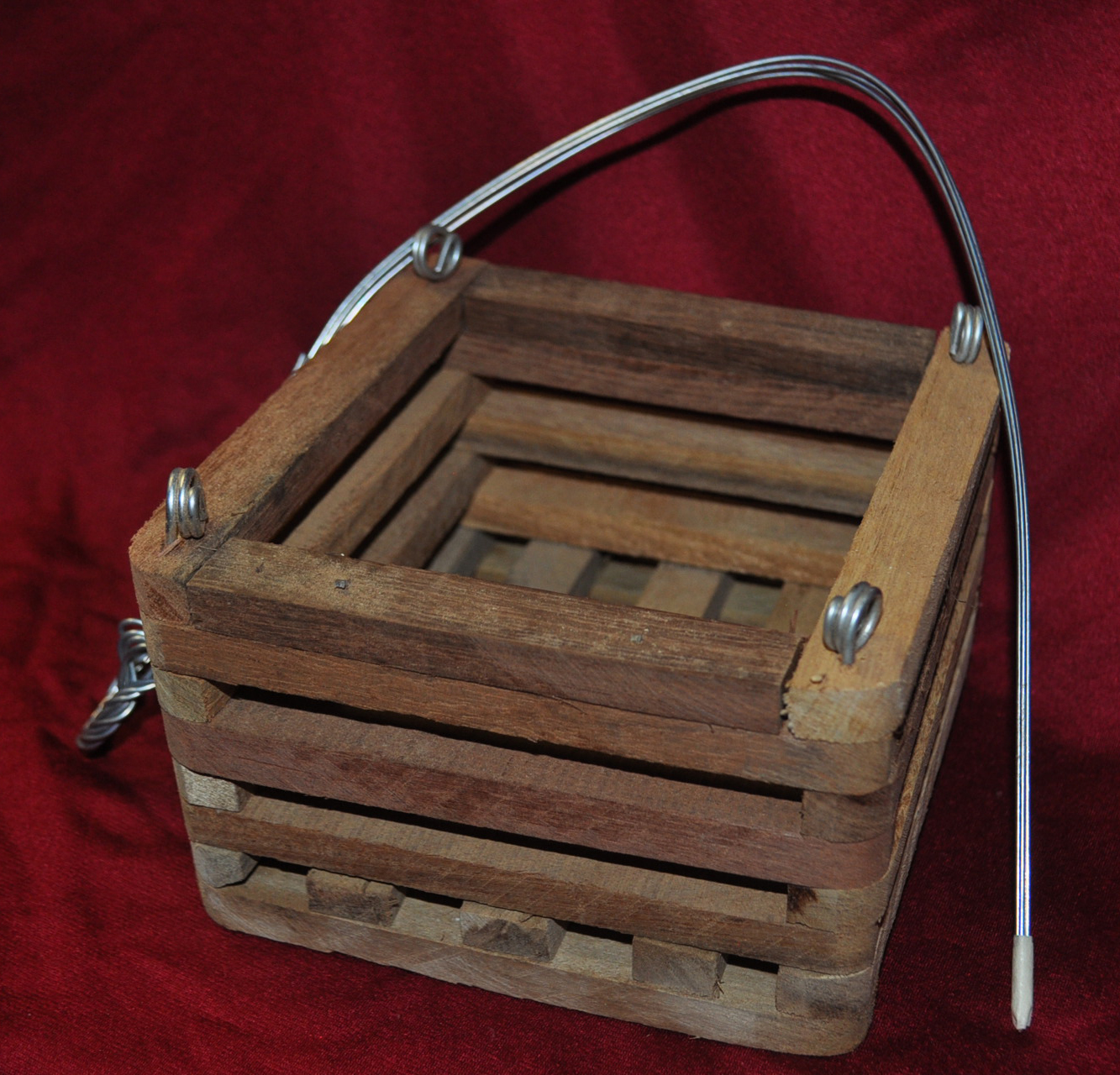4 in wooden basket, with hanger